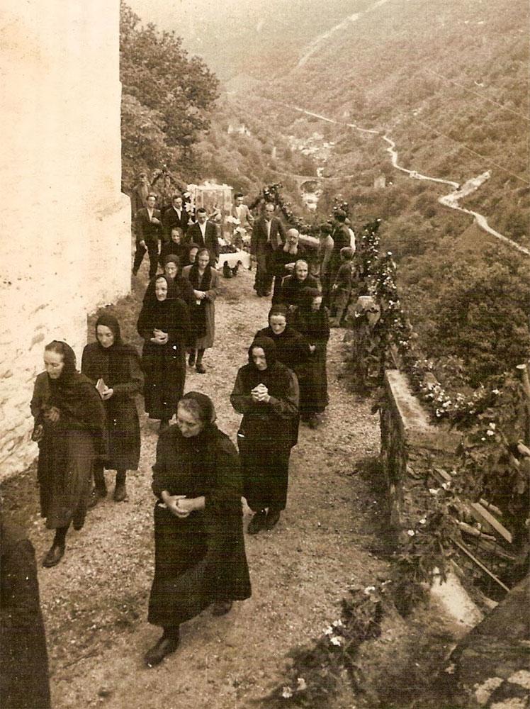 Processione a Corippo nel 1949, foto dal sito: http://corippo.blogspot.ch